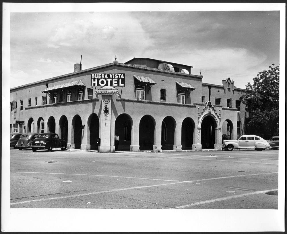 Cars parked outside the Buena Vista Hotel in Safford ... on map of arizona archaeological site, map of hotels in sedona arizona, map united states map in arizona, map of hotels in tucson arizona,