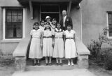 Photograph of nursing students at the Ganado Presbyterian Mission in Ganado (Ariz.)