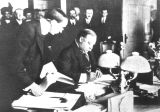 Photograph of President William Howard Taft signing the Arizona Statehood Bill in Washington (D.C.)