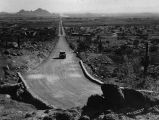 Photograph of a car entering South Mountain Park on 7th Avenue in Phoenix (Ariz.).